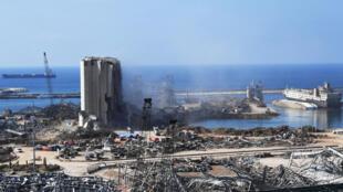 Esta imagen muestra una vista del puerto de Beirut tras la enorme explosión química que desfiguró la capital libanesa, el 14 de agosto de 2020.