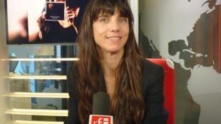 Marina Cedro en los estudios de RFI
