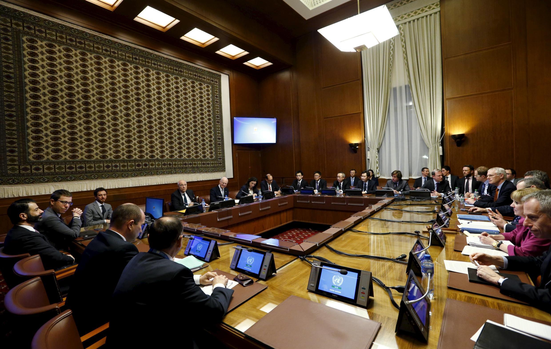 Đại diện 5 thành viên thường trực Hội Đồng Bảo An và đặc sứ Liên Hiệp Quốc về Syria họp tại Geneve, Thụy Sĩ, ngày 13/01/2016.