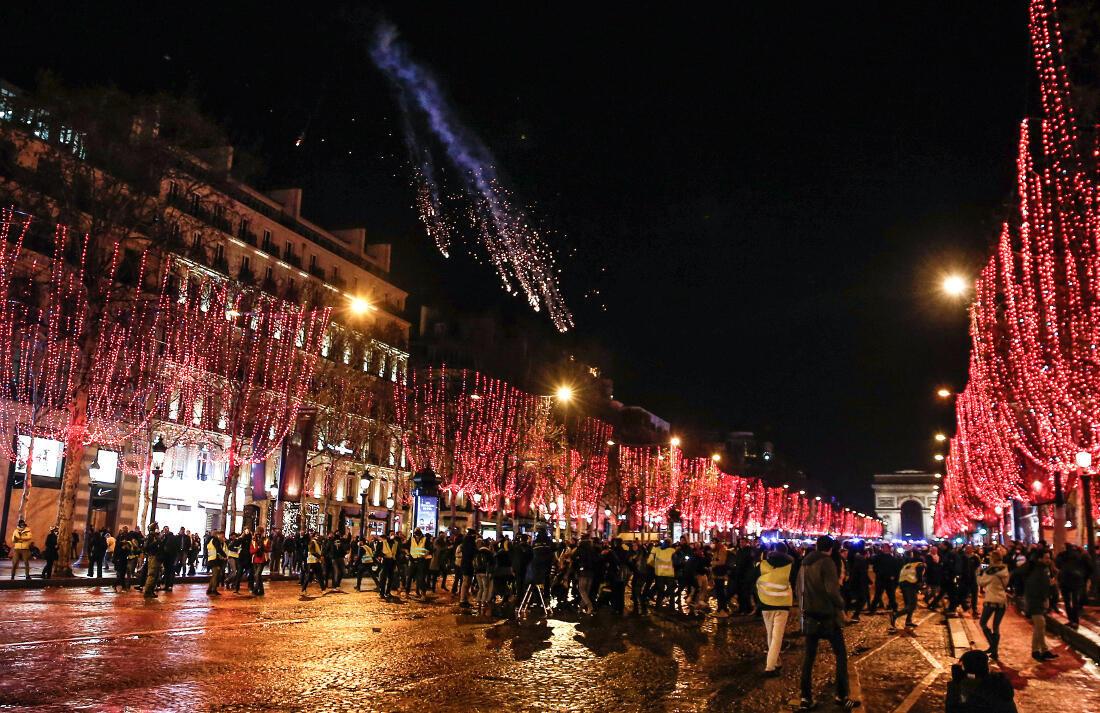 В прошлые выходные на улицы во Франции вышли более 35 тысяч человек