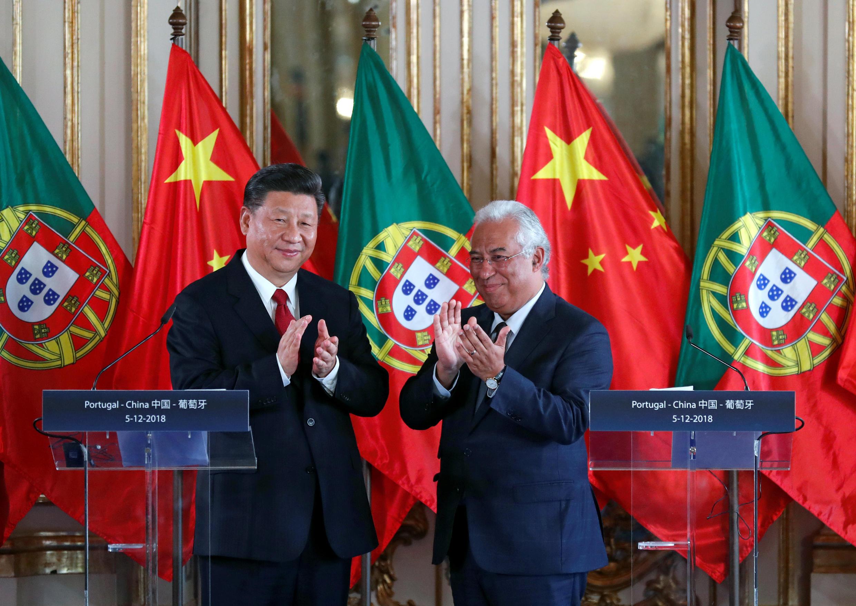 Chủ tịch Trung Quốc Tập Cận Bình (T) và thủ tướng Bồ Đào Nha Antonio Costa, tại dinh Queluz, Bồ Đào Nha, ngày 05/12/2018.