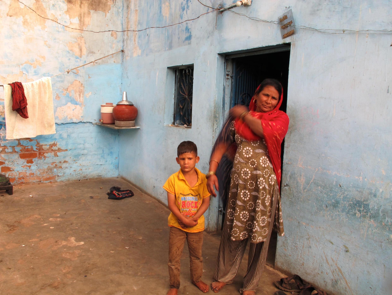Sarifa Sheikh, dans sa petite maison du quartier de Naroda Patyia, à Ahmedabad, où les hordes d'hindouistes ont tué son enfant en 2002.