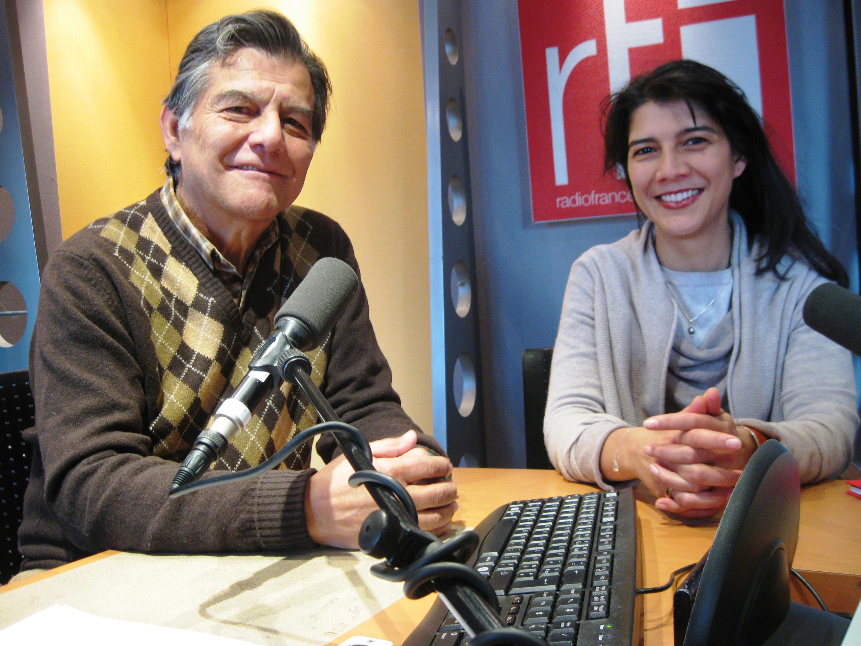 Jesús Alberto Navas y Claudia Navas-Courbon en RFI.
