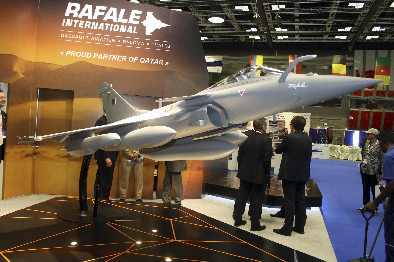 Một mẫu chiến đấu cơ Rafale của tập đoàn Dassault của Pháp trưng bày tại triển lãm quốc tế Qatar, 31/03/2016.