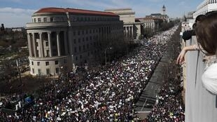 """March for our lives"": tens of thousands demonstrate in Washington to call for stricter gun laws, Saturday 24 March"