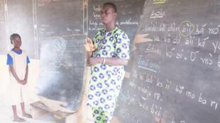 À l'école Amoussa Kandévié de Porto-Novo.
