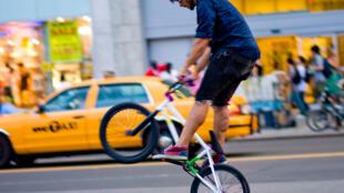 A New York, 400 kilomètres de pistes cyclables ont déjà été réalisés en quatre ans.