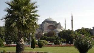 Vue d'ensemble de l'Eglise Sainte-Sophie de Constantinople, 532-537 (Turquie, Istanbul).