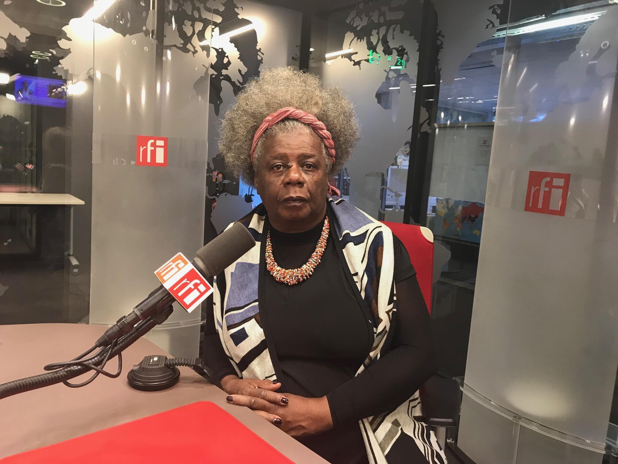"""A escritora Conceição Evaristo lança """"Insubmissas Lágrimas Negras"""", a sua terceira obra traduzida para o francês no Sallão do Livro, em Paris"""