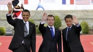 Từ trái sang phải: Tổng thống Mỹ Barack Obama, Tổng thống Nga Dimitri Medvedev và Tổng thống Pháp Nicolas Sarkozy tại Hội nghị thượng đỉnh G8 tổ chức ở Deauville, Pháp ngày 26/5/11.