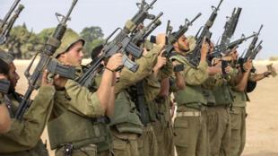 Theo quân đội Israel, chưa đầy 2 giờ sau khi có thông báo hưu chiến, chiến binh Palestine đã tấn công các binh sĩ Israel, - AFP PHOTO / JACK GUEZ