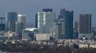 Парижский деловой квартал Дефанс