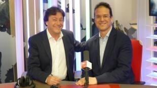 Leonardo García Alarcón con Jordi Batallé en el estudio 153 de RFI