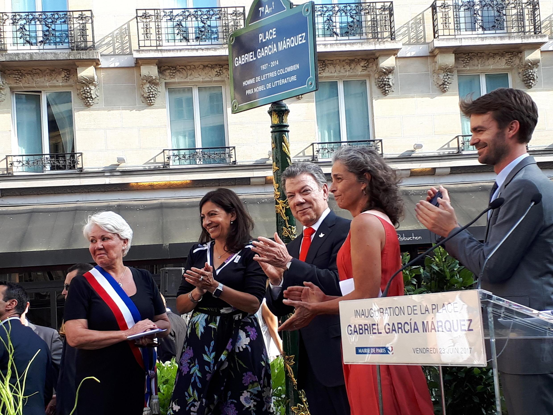 Juan Manuel Santos y Anne Hidalgo, la alcaldesa de París, inauguraron la Plaza Gabriel García Márquez.