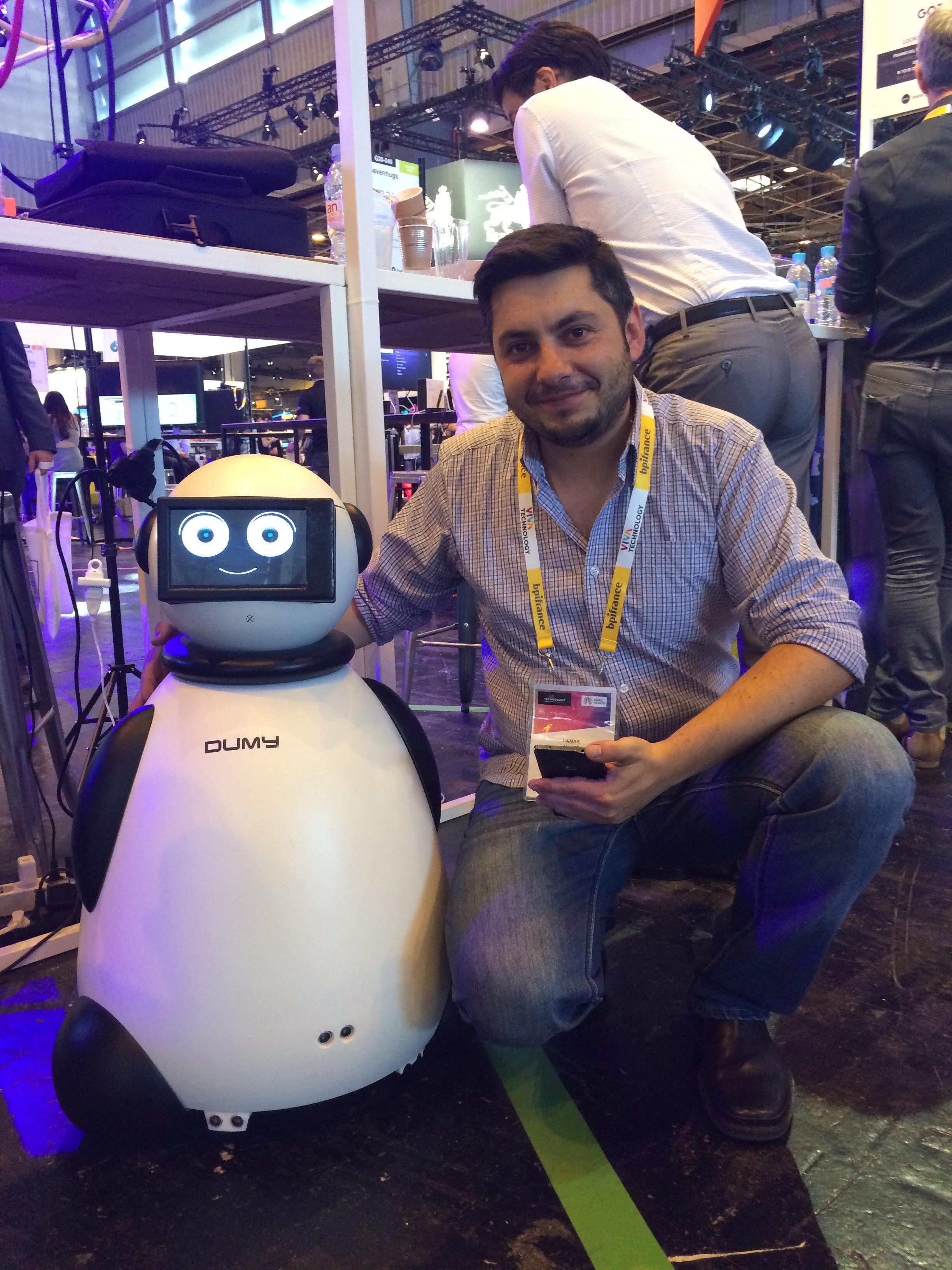 Javier Lamas, da A Robotic Life, com Dumy
