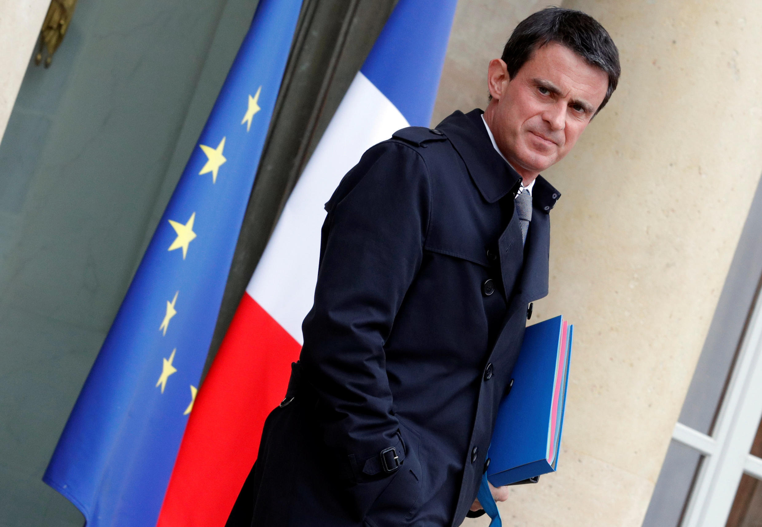 French Prime Minister Manuel Valls leaves the Elysee Palace following the weekly cabinet meeting in Paris, France , June 1, 2016.