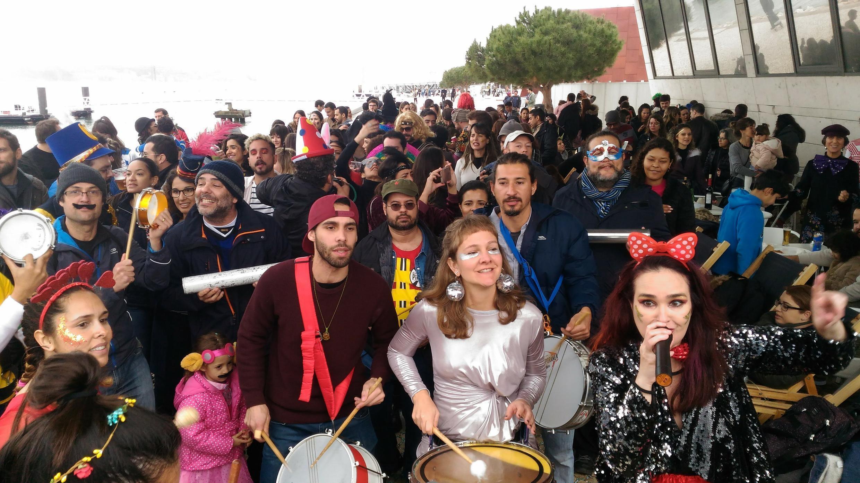 Bloco de Carnaval Bué Tolo nasceu em 2018 em Lisboa.