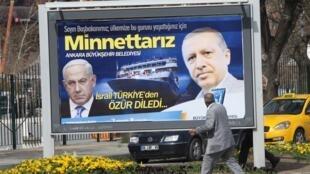 Взаимные выпады Эрдогана и Нетаньяху обостряются в предвыборные периоды, пишет AFP. На фото: агитационный плакат к турецким муниципальным выборам. Анкара. Март 2019
