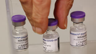 Dose du vaccin Pfizer-BioNTech COVID-19 coronavirus France