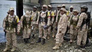 Miembros de las FARC a punto de devolver sus armas, el pasado 4 de febrero.