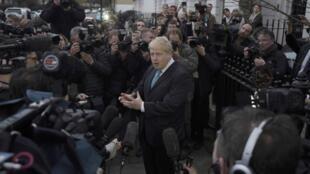"""Boris Johnson anunciou a sua preferência sobre o """"Brexit"""" em uma breve declaração à imprensa."""