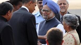 2010年11月7日,美国总统奥巴马携夫人抵达新德里。印度总理辛格夫妇在机场迎接。