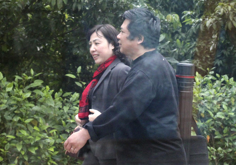 TS Cù Huy Hà Vũ và vợ là luật sư Dương Hà tại trại giam số 5, Yên Định, Thanh Hóa. Ảnh chụp từ trong xe, ngày 24/02/2012.