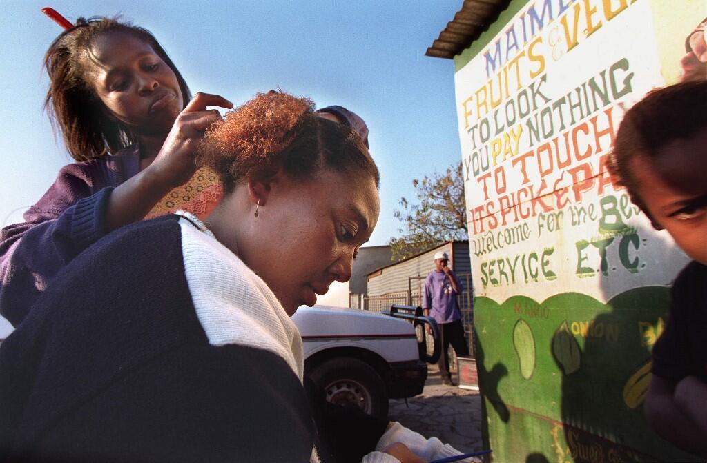 La mutation d'un facteur génétique serait la cause de la chute des cheveux chez la femme africaine. (Photo d'illustration).