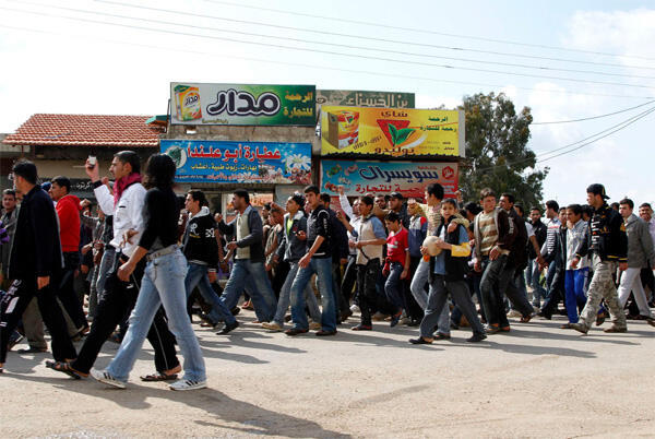Syrians from Sheikh Maskeen region, southern Syria, head to Deraa to support protesters
