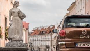 A fábrica da Fiat em Tichy, na Polônia, é uma das maiores do mundo e produz o compacto 500.