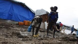 南苏丹儿童在联合国的难民营