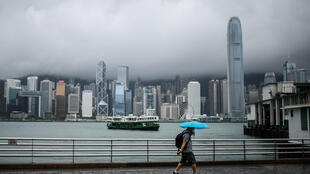 Taiwan has pulled seven employees of its trade office in Hong Kong after authorities there demanded they sign a pledge recognising China's sovereignty over the island