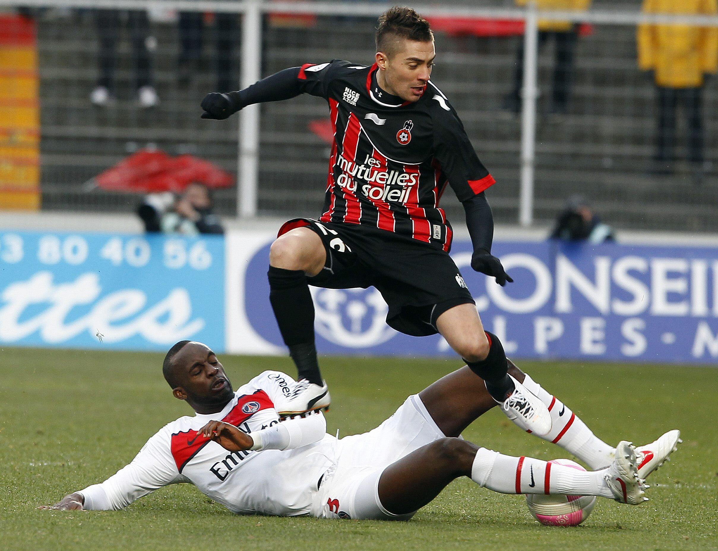 Le Niçois Anthony Mounier et le Parisien Mamadou Sakho, le 12 février 2012.