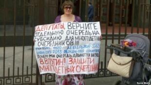 Участница движения «Очередники Москвы»