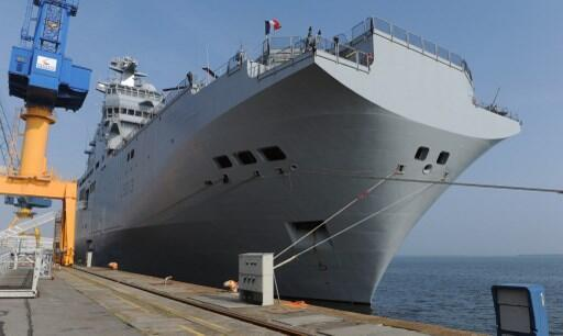 O navio francês BPC Mistral. Imagem de arquivo no porto de Brest, em França.