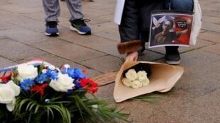 Les hommages se multiplient en France depuis l'attentat qui a visé Samuel Paty, professeur d'histoire chargé de cours d'éducation civique.