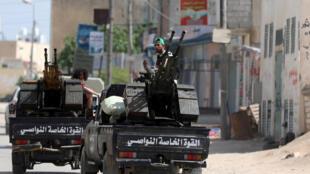 Des membres de l'armée du gouvernement d'union nationale aux abords de Tripoli, le 10 avril 2019.