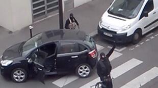 Imagens dos irmãos Kouchi após o ataque ao Charlie Hebdo.