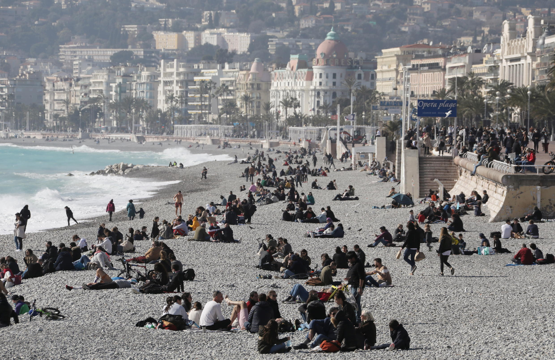 France - Nice - Promenade des Anglais 2021-02-21T153431Z_351348131_RC23XL92RAXR_RTRMADP_3_HEALTH-CORONAVIRUS-FRANCE