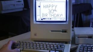 La première version du Mac au Vintage Mac Museum à Malden, Massachusetts, aux Etats-Unis.