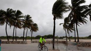 El huracán Mattewu ha causado al menos cuatro muertos en La Florida.