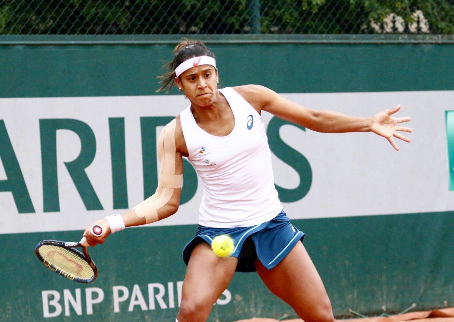 Teliana Pereira (foto) vence Krystina Pliscova e enfrentará Serena Williams em Roland-Garros