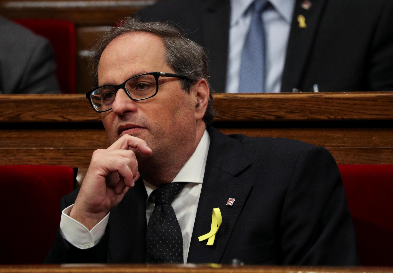Quim Torra, novo presidente regional da Catalunha, apresentando pelo destituído Carles Puigdemont.