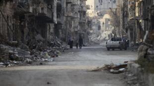 Cidade de Deir Ezzor, no leste da Síria, bombardeada pelo exército.