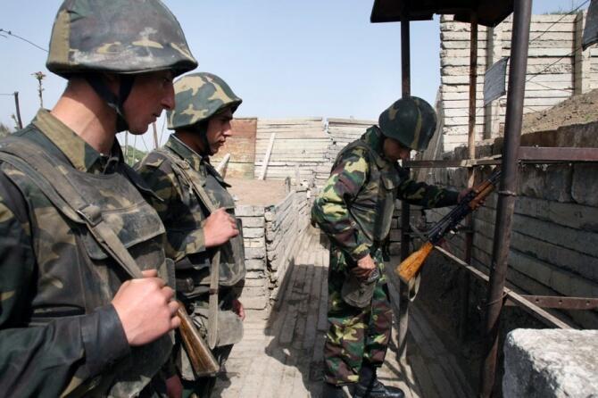 Военнослужащие армии Нагорного Карабаха перед заступлением на боевое дежурство