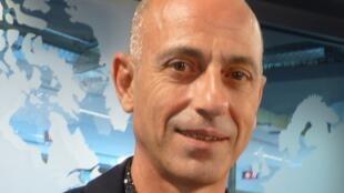 Adrián Doura en los estudios de RFI
