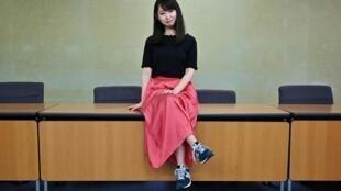 Yumi Ishikawa, qui a lancé le mouvement #KuToo, pose après une conférence de presse à Tokyo, le 3 juin 2019.