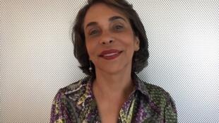 """A escritora Marcia Camargos, autora do livro """"É chique morar em Paris?""""."""