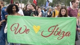 Des manifestants, lors d'une marche «System change, not climate change» (changeons de système, pas de climat), le 6 juin 2019, à Vienne, en Autriche, après l'«Ibizagate».