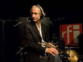 Erik Truffaz en studio.